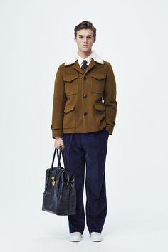 #20 Jacket:TOMORROWLAND/¥64,800 Shirt:TOMORROWLAND/¥14,040 Pants:TOMORROWLAND/¥27,000 Scarf:Blech/¥20,520 Bag:TOMORROWLAND/¥85,320 Shoes:SPECTUSSHOECO./¥21,060