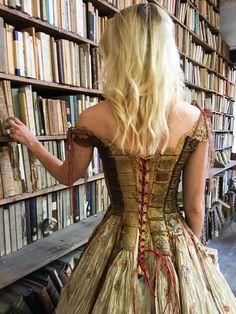 Французский дизайнер создает невообразимо сказочные платья. Вы захотите 1 из них!