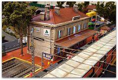 Estación ADIF escala H0 y Policía Nacional.