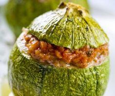Κολοκυθάκια με τον ανθό τους γεμιστά με κιμά - gourmed.gr