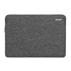 The premium design of the Slim Sleeve complements the slim form of the MacBook Pro Retina 13