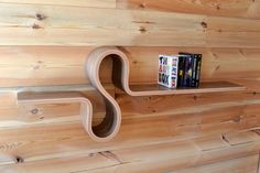 This shelf is made with laminated bent plywood, with Walnut veneer. Easy to mount on the wall, you put the template on the wall, you will see where Handmade Furniture, Wooden Furniture, Furniture Design, Steam Bending Wood, Plywood Shelves, Wooden Shelves, How To Bend Wood, Long Shelf, Into The Woods