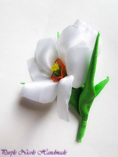 April - Handmade Floral Broach by Purple Nicole (Nicole Cea Mov), handmade white daffodil with bud and leaves.
