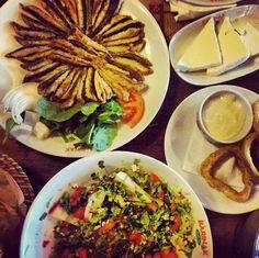 Enjoying #fresh #hamsi and salad at Barinak Balik in Rumeli Feneri. #casual #delicious