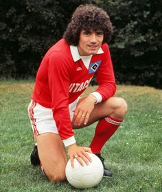 In Kevin Keegan's three seasons in the Bundesliga he managed to win the Ballon d'Or twice, play in the European Cup final against Nottingham Forest and release a smash hit Football Icon, Retro Football, World Football, Vintage Football, Football Jerseys, Football Soccer, Liverpool Players, Fc Liverpool, Football Liverpool