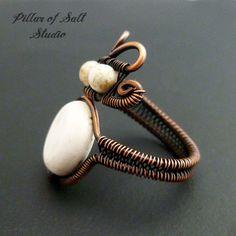 Anillo de Boho / alambre envuelto anillo / por PillarOfSaltStudio