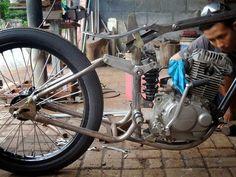 dariztdesign: On Going Attempt Vintage Bikes, Vintage Motorcycles, Custom Motorcycles, Custom Bikes, Custom Harleys, Bobber Motorcycle, Motorcycle Design, Bike Design, Chopper Frames