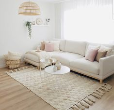 How nice is this simple, sweet and stunning home. Small Lounge Rooms, Ideas Habitaciones, Budget Home Decorating, Apartments Decorating, Decorating Bedrooms, Decorating Ideas, Decor Ideas, Scandi Home, Best Decor