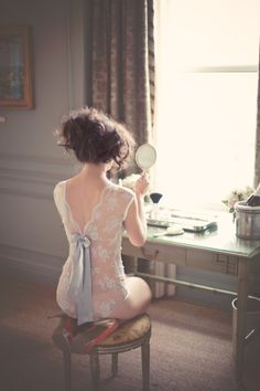 a vintage inspired Boudoir shoot with many a pretty lingerie number. #photography #design #boudoir