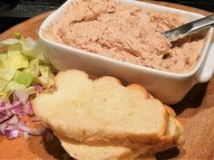 Maximális húsvéti maradékhasznosítás: ínyenc szendvicskrém mindenféle jóval | Mai Móni Quiche, Ice Cream, Food, Lasagna, No Churn Ice Cream, Icecream Craft, Essen, Quiches, Meals