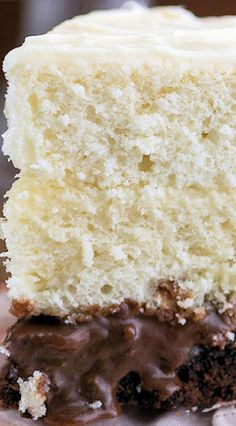 This Vintage Cake from Surprise-Inside Cakes is really a brownie surprise cake! It's a show stopping cake perfect for your next party. Sweet Desserts, Sweet Recipes, Cake Recipes, Dessert Recipes, Surprise Cake, Oreo Cake, Cupcake Cakes, Cupcakes, Icing Recipe