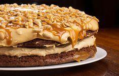 En farklı pasta tarifleri arasında yerini mutlaka alan snickers pasta herkesin beğenisini kazanacak. Yoğun lezzete sahip bir pasta tarifi için siz de mut..