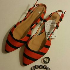 "✔FINAL✔Nwt H&M Orange/Blue Stripes Slingback Flats The perfect spring/summer flats/sandals, so Nautical!  Brand new with tags  Size 38 on the bottom of the shoe Size 7 on the tag Adjustable strap Orange/Blue Stripes 3/4"" heel Measures 10"" long Retails for $24.99 ❌I don't trade, sorry❌ If questions may arise, please ask Have an amazing day!  ""Great Sense of Style"" H&M Shoes Sandals"