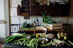 "ldellfood-design: "" another reason to move to france…spring produce, via manger. Country Life, Country Living, Country Style, Cottage Living, Mimi Thorisson, Love Home, Spring Recipes, Cookbook Recipes, Food Styling"