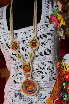 Fillet Crochet, African Jewelry, Fabric Jewelry, Crochet Accessories, Handmade Necklaces, Textiles, Crochet Top, Jewelery, Crochet Necklace