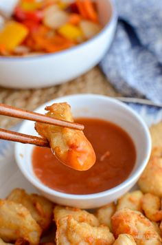 Forget takeout, with this delicious Actifry Sweet and Sour Chicken Bites - the perfect dish for your Chinese Fakeaway night. Dairy Free, Slimming World and Weight Watchers friendly   www.slimmingeats.com