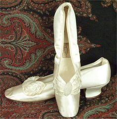 Google Image Result for http://www.songsmyth.com/1880s/accessories/1880satineveningshoes.jpg