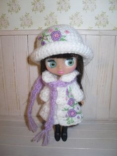 Crochet coat, scarf and cap for Blythe Petite and Blythe LPS. Items are handmade and embroidered.  This listing does not include the doll. *Ready