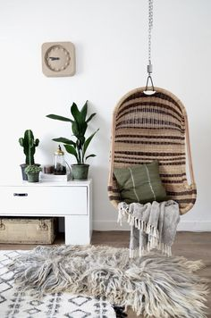 Nothing seems more far from Scandinavian minimalism than Bohemian eclectic design, right? But the trendiest interior style at present is actually a mix of these two beautiful decorating moods. These two styles actually have much morein common than what it …