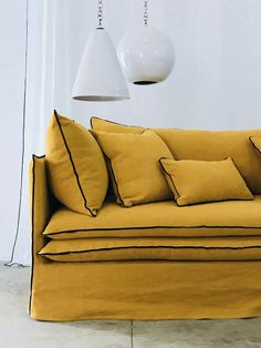 Canapé Mille Et Une Nuit lin lavé orange curry One Thousand And One Night Sofa linen washed orange c Sofa Design, Daybed Design, Diy Sofa, Upcycled Furniture, Sofa Furniture, Sofa Recovering, Mustard Sofa, Interior Design Awards, Custom Sofa
