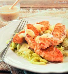 Salmón y puerro con salsa bechamel a la mostaza. Léxquisit