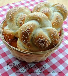 retete chifle, chifle japoneze, chifle impletite, retete paine, japoneze, japoneze reteta Dessert Drinks, Desserts, Cooking Bread, Romanian Food, Just Bake, Pastry And Bakery, Bread Rolls, Bread Recipes, Meal Planning