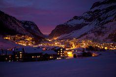 Val d'Isere bij nacht. https://www.hotelkamerveiling.nl/wintersport.html #wintersport #nacht #ski