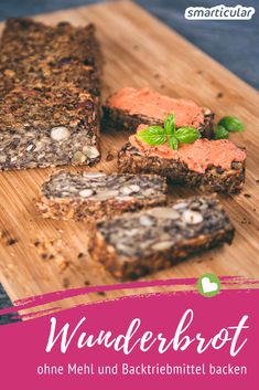 Ein Brot ohne Mehl und Backtriebmittel, dafür mit umso mehr gesunden Vital- und… A bread without flour and raising agents, but with all the more healthy vital and fiber – the so-called miracle bread. We tested it! Healthy Protein, Protein Foods, Healthy Foods To Eat, Healthy Snacks, Healthy Eating, Plant Protein, Health Foods, Pan Cetogénico, Pain Keto