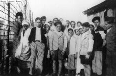 Tzignanes incarcérés au camp de Pithiviers Photo du 1er Juillet 1943.