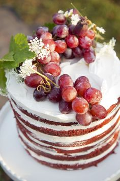 15 Beyond-the-Basics Bridal Shower Cakes   Weddings Illustrated