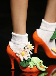 Designer Clothes, Shoes & Bags for Women Crazy Shoes, Me Too Shoes, Weird Shoes, Funny Shoes, Crochet Frog, Whimsical Fashion, Crochet Shoes, Shoe Art, Sock Shoes