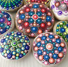 Gartendekoration - Dot art Mandala Stein - ein Designerstück von CreateAndCherish bei DaWanda