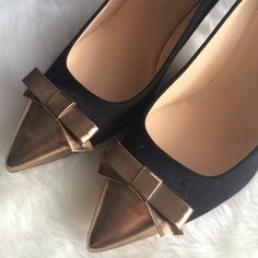 """J.Crew NWOB Everly cap toe pumps with patent bow PRICE FIRM, no offers will be accepted. NWOT. Crafted in soft suede and finished with an eternally vogue pointed toe (now slightly longer so it's chicer and more comfortable), it adds a dash of sass to any ensemble. 3 1/2"""" heel. Suede upper. Made in Italy.  Line through insole to prevent returns. Small discoloring on the left toe tip. Barely noticeable. 🚫No trades. All sales final. J. Crew Shoes Heels"""