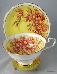 Paragon HM The Queen Fine Bone China England Gold Tea Cup & Saucer Set Yellow