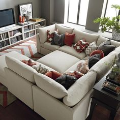 Pit Sectional, Bassett, aprox. $5,000
