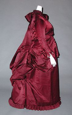 Dress Date: ca. 1882 Culture: probably American Medium: silk Dimensions: Length at CB: 60 in. (152.4 cm) Credit Line: Gift of Mrs. Nathaniel D. Clapp, 1985