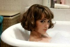 Winona Ryder, i wish i had the guts to cut my hair this short, maybe when I'm 30 Short Bob Hairstyles, Hairstyles With Bangs, Cool Hairstyles, Japanese Hairstyles, Korean Hairstyles, Bob Haircuts, Vintage Hairstyles, Straight Haircuts, Short Haircuts With Bangs
