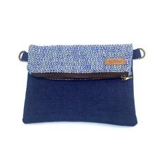 Los bolsos del modelo HAO siempre gustan mucho. Pequeños, pero con suficiente espacio para todo lo necesario. Porque la comodidad no está reñida con el estilo 💙 @bynona.es #bags #bolsos #cute #blue #modhao #loneta #punto #handmadebarcelona #hechoamano #sewing #desing #bandolera #clutch
