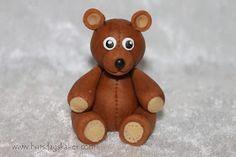 Bursdagskaker: Teddybear how to Fondant Figures, Cake Tutorial, Marzipan, Teddy Bear, Learning, Toys, Christmas, Animals, Tutorials