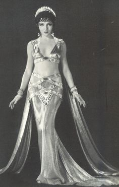 Hollywood, not vintage bellydance costume ! Movie still of Claudette Colbert as Empress Pompaea, in Cecille deMille's The Sign of the Cross. Old Hollywood, Hollywood Glamour, Classic Hollywood, Vintage Glamour, Vintage Beauty, Vintage Fashion, Anos 20s, Danza Tribal, Claudette Colbert