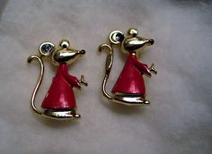 2 Goldplated Mice in Nightshirts Scatter Pins Gold Plated Enamel Red Estate CUTE #Unbranded