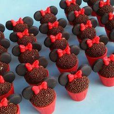 Ei salve esse pin e clique duas vezes. vc vai gostar das 70 receitas de geladinho gourmet que preparamos Mickey Cupcakes, Minnie Mouse Cake, Mini Cupcakes, Cupcake Cakes, Mickey Party, Mickey Mouse Birthday, Bolo Da Minnie Mouse, Pastel Mickey, Rodjendanske Torte