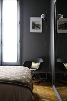 Chambre Plaid Louis Vuitton Fauteuil Eames RAR Appartement Paris David Chaplain et Alexandre Roussard