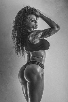 Sexy #Fitnessmodel mit tollen #Tattoos und #Knackpo :) Schnell Fett verbrennen mit Stimerex - der Kombination aus #Ephedra, #Yohimbin und #Synephrin! Hier bestellen: http://shredded-n.fit/stimerex-fatburner