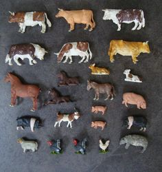 Hatte einen kompletten Zoo Die Ställe und Zäune wurden aus LEGO gebaut und die Kühe und Pferde standen im Grünen auf den LEGO-Platten.