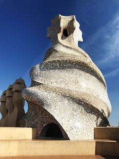 The Antoni Gaudi Buildings of Barcelona - Europe Travel Inspiration - Reise Great Buildings And Structures, Unique Buildings, Antoni Gaudi Buildings, Rivers And Roads, Dubai Skyscraper, Barcelona Travel, Famous Architects, Amazing Architecture, Modern Architecture