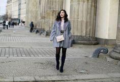 quer 2 komplett oasis fashion berlin fashion week outfit jaquard mini skirt peter kaiser boots suede boots eggshape coat fake fur blush shirt…