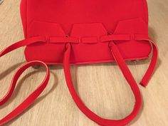 La Borsa in Neoprene - Anna Borrelli - 2019 Jane Birkin, Handmade Bags, Leather Handbags, Fashion Backpack, Anna, Tote Bag, Sewing, Creative, Pattern