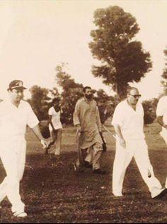 "Zia ul haq bhi kehta hoga ""Gandi ulaad na maza na suaad""   #درباری_شرم_کر_حیا_کر"