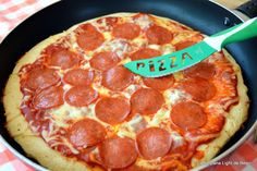 Vegan Pepperoni, Pizza Recipes Pepperoni, Empanadas, Bacon Cheeseburger Pizza, Parmesan Pizza, Spinach Pizza, White Sauce Recipes, Best Homemade Pizza, Thin Crust Pizza